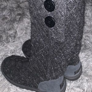 Tall knitted grey uggs